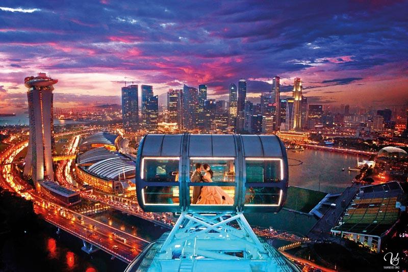 Kapsul-Singapore-Flyer-di-malam-hari